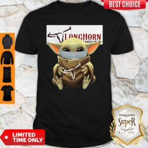 Pretty Baby Yoda Mask Hug Longhorn Steakhouse Shirt