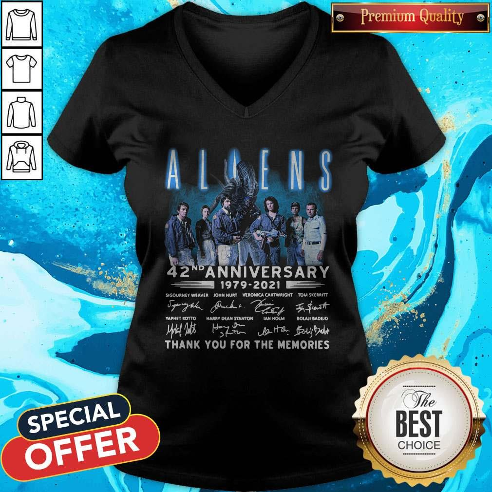 Aliens 42nd Anniversary 1979-2021 Signatures Thank You For The Memories V-neck