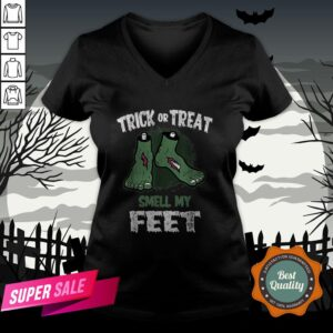 Nice Zombie Trick Or Treat Smell My Feet Halloween V-neck