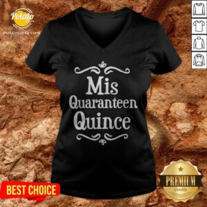 Mis Quince 15 Quaranteen Birthday Teenager V-neck - Design By Potatotees.com