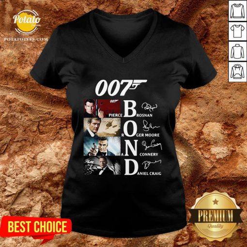 Great 007 Pierce Brosnan Roger Moore Sean Connery Daniel Craig Signature V-neck - Design By Potatotees.com