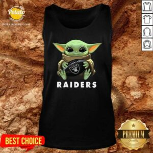 Baby Yoda Hug Oakland Raiders Tank-Top - Design By Potatotees.com